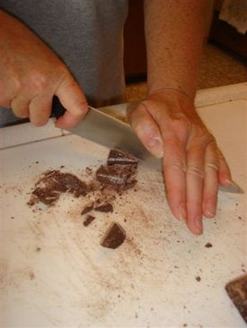 Mexican_chocolate_chopping_i