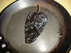Pipian_toasting_the_chiles